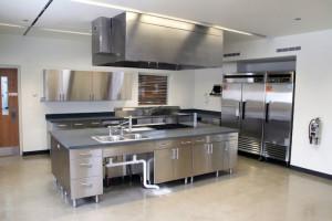 Allestimento ed attrezzature per la cucina professionale for Arredamento cucina ristorante