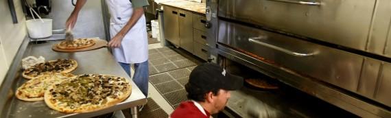 La corretta pulizia della cucina delle pizzerie e delle attrezzature professionali