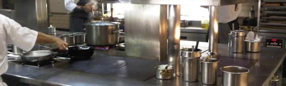 La pulizia degli armadi frigo nelle cucine professionali