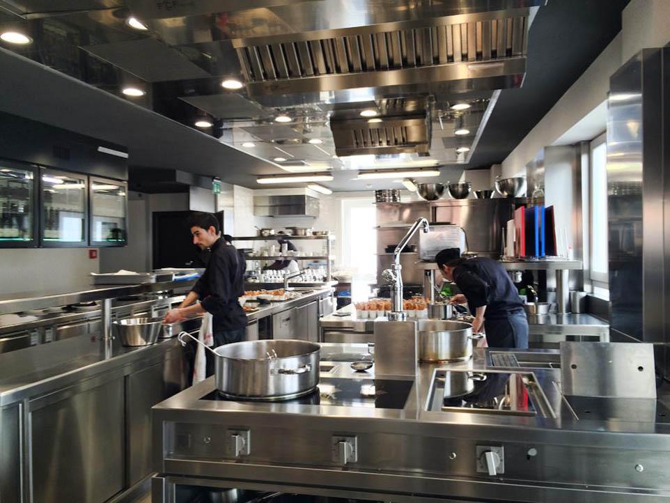 Un alternativa alle cappe di aspirazione il soffitto - Cucine professionali per ristoranti ...