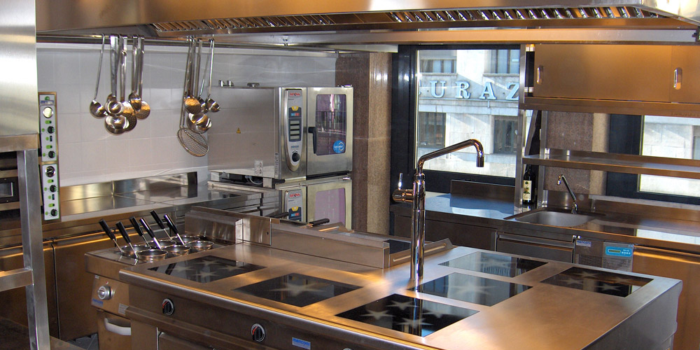 La preparazione dei macchinari per ristoranti - Cucine professionali per ristoranti ...