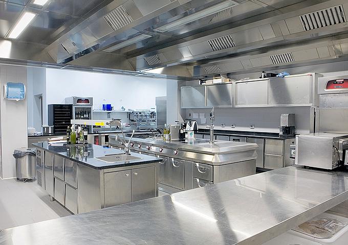 Caratteristiche delle cappe aspiranti nelle cucine - Cucine professionali per ristoranti ...