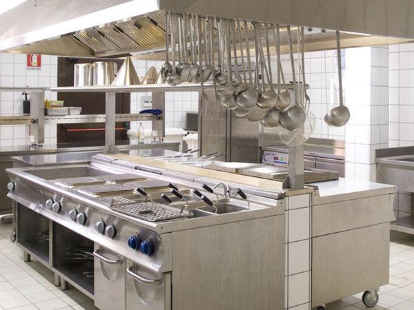 Le aree di lavoro all\'interno delle cucine dei ristoranti